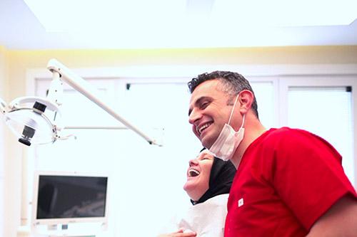 Behandlung des Zahnfleisches (Parodontologie)