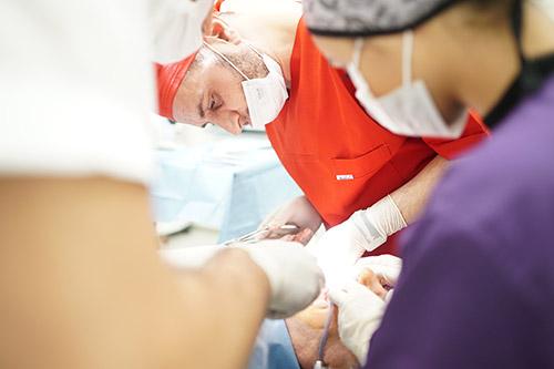 Tam Dişsizlikte Implant