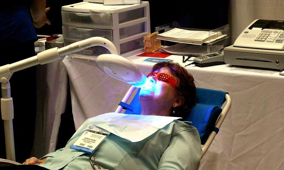 Zoom Diş Beyazlatma Nedir?